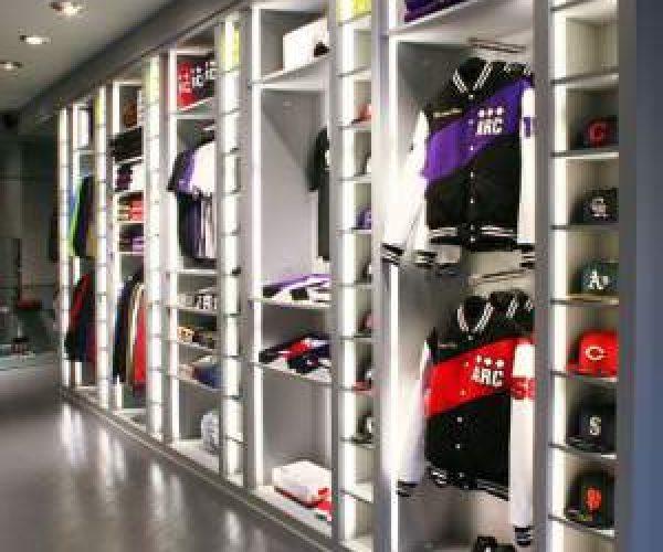 19. Interior Toko Retail
